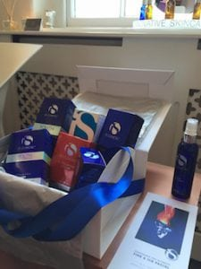 S-Thetics Beaconsfield Christmas gift box luxurious gift ideas iS Clinical